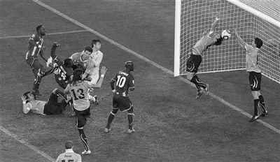 Uruguay vence a Ghana en los penaltis y se mete en semifinales